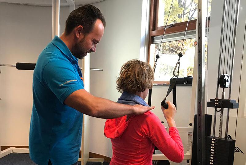 trainen onder begeleiding van een fysiotherapeut